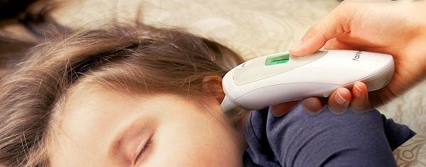 Utilizzo Di Un Termometro Timpanico Motosega Top Co Dotato di un sistema ad infrarossi, il termometro all'orecchio, misura la temperatura emessa dalla membrana timpanica. utilizzo di un termometro timpanico